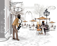 Reihe der Straßen mit Musikern in der alten Stadt Lizenzfreies Stockfoto