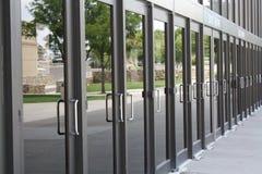 Reihe der Türen lizenzfreies stockbild