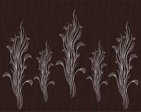 Reihe der weißen Blumen auf schwarzem backgrownd Brown-Wellenmuster Lizenzfreie Stockfotos