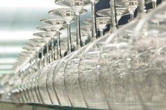 Reihe der Weingläser Stockbilder