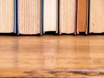 Reihe des alte Buch-Hintergrundes Lizenzfreies Stockfoto