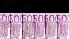 Reihe des Euros 500 auf schwarzem Hintergrund Lizenzfreies Stockfoto