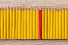 Reihe des gelben und roten Bleistifts Lizenzfreies Stockbild