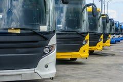 Reihe des nagelneuen Busses in Rangun, wird es im Landstraßenverkehrssystem verwendet Lizenzfreies Stockbild