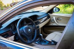 Reihe E90 330i BMWs 3 funkelnde Graphitinnenansicht am MO Lizenzfreies Stockbild