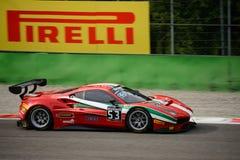 Reihe Ferrari 488 Blancpain GT, das in Monza läuft Stockfotos