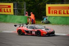 Reihe Ferrari 458 Italien Blancpain GT, das in Monza läuft Stockfoto