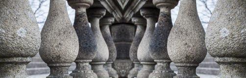 Reihe Granitsäulen Lizenzfreies Stockfoto