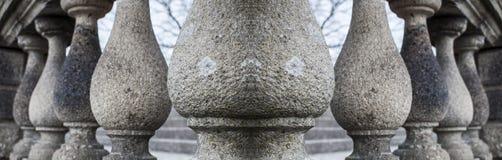 Reihe Granitsäulen Lizenzfreie Stockfotos