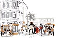 Reihe Straßencafés in der Stadt mit trinkendem Kaffee der Leute Lizenzfreies Stockbild