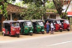 Reihe tuk-tuk Taxi Lizenzfreie Stockbilder