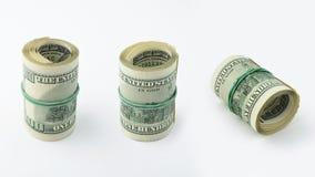 Reihe Veränderungen rollte amerikanisches Geld hundert Dollarschein auf weißem Hintergrund Banknote US 100 Stockbild