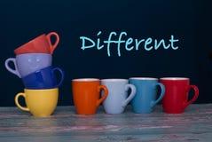 Reihe von acht verschiedenen Tasse Kaffees vibrierenden Farben Lizenzfreies Stockfoto