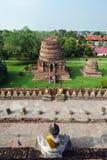Reihe von Buddha in einem alten thailändischen Tempel bei Ayuthaya Thailand Stockfotografie