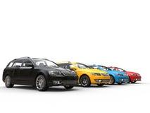 Reihe von bunten Familienautos Lizenzfreie Stockfotos
