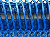 Reihe von Einkaufswagen Lizenzfreies Stockbild