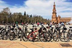 Reihe von Fahrrädern in der Piazza España Lizenzfreies Stockfoto