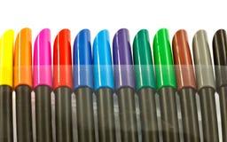 Reihe von farbigen Markierungsstiftoberteilen Stockfotos