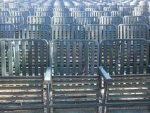 Reihe von Grünsitzen 1 Stockbild