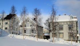 Reihe von Häusern im Schnee lizenzfreie stockbilder