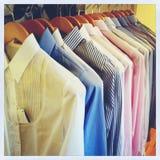 Reihe von Hemden Lizenzfreie Stockbilder