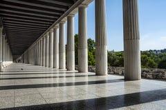 Reihe von Marmorsäulen eines Gebäudes lizenzfreies stockfoto