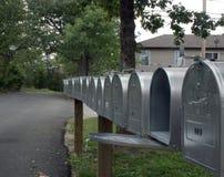 Reihe von Postkästen 2 stockbild