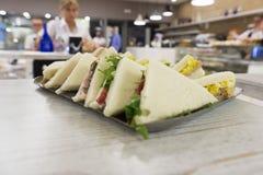 Reihe von Sandwichen in einer Bar Lizenzfreie Stockfotos