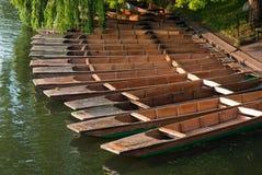 Reihe von Stocherkähnen in Cambridge im Dock Lizenzfreie Stockfotografie