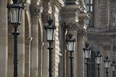 Reihe von Straßenlaternen in Paris Frankreich Stockbild
