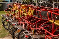 Reihe von Surrey-Fahrrädern Lizenzfreie Stockfotos