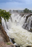 Reihe Wasserfälle Hogenakkal Stockfotografie
