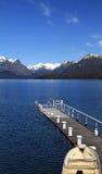 Reihen-Boot auf dem Pier Stockfoto