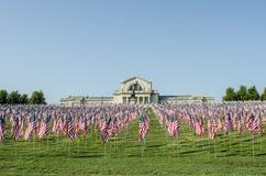 Reihen der amerikanischer Flaggen Lizenzfreie Stockfotos