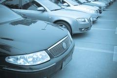 Reihen der Autos Stockfotos