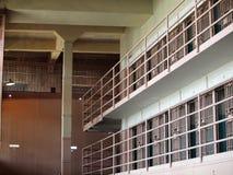 Reihen der Gefängniszellen innerhalb des Alcatraz Gefängnisses Lizenzfreie Stockfotografie