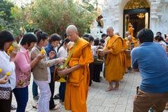 Reihen der Klassifikationszeremonie, die die thailändischen jungen Männer ändern Lizenzfreie Stockbilder