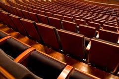 Reihen der leeren Stühle Lizenzfreie Stockfotografie