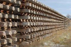Reihen der Schienen und der Traversen Stockbild
