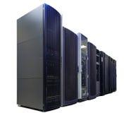 Reihen der Server-Hardware im Rechenzentrumisolat Stockbild