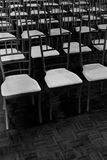 Reihen der Stühle an der Hochzeit Lizenzfreies Stockbild