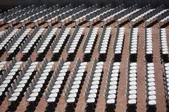 Reihen der Stühle Stockfotos
