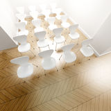 Reihen der weißen Stühle Stockbild