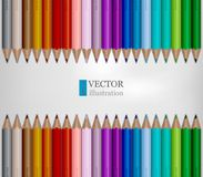 Reihen des Regenbogens färbten Bleistifte auf weißem Hintergrund stockbilder