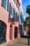 Reihen-Häuser Charleston stockfotos