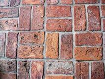 Reihen von abgenutzten Ziegelsteinen im eindeutigen Muster Stockbild