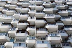 Reihen von altes Wohnfenster-städtischen Ebenen Lizenzfreies Stockfoto