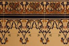 Reihen von andalusischen dekorativen Fliesen stockfoto