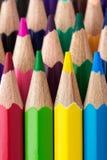 Reihen von bunten Bleistiften Stockbild