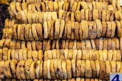Reihen von getrockneten Feigen auf dem Marktschluss oben Stockfoto